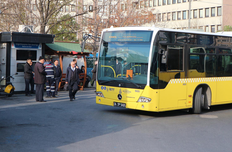 Jak švydkisnyj avtobus rjatuje žyteliv Stambulu vid zatoriv