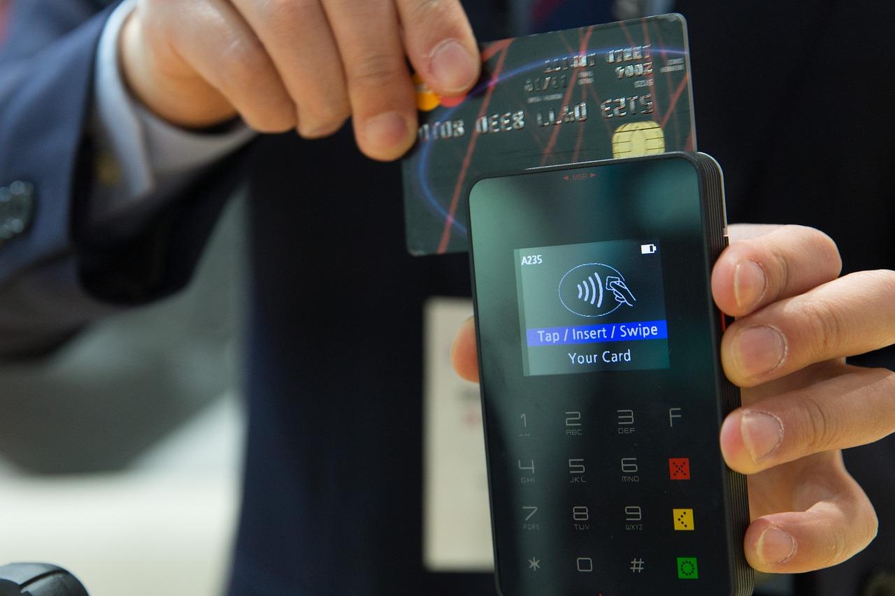 Ощадбанк розпочав випуск prepaid-карток для оплати смартфоном
