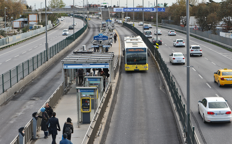Jak švydkisnyj avtobus rjatuje žyteliv Stambula vid zatoriv