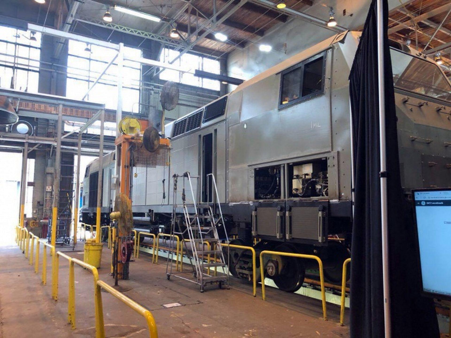 У General Electric показали перші локомотиви для України