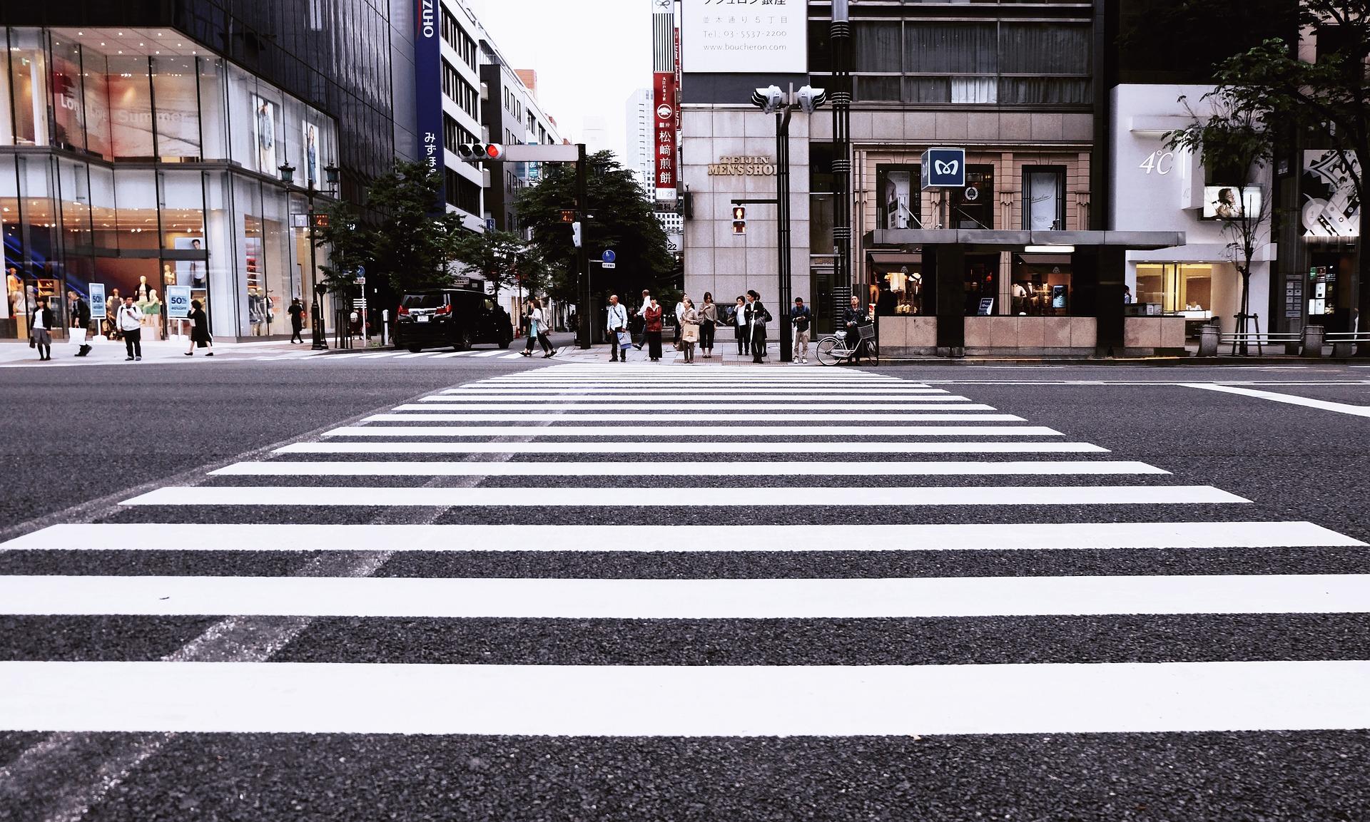 Пішохідні зони проектуватимуть, враховуючи потреби людей із інвалідністю