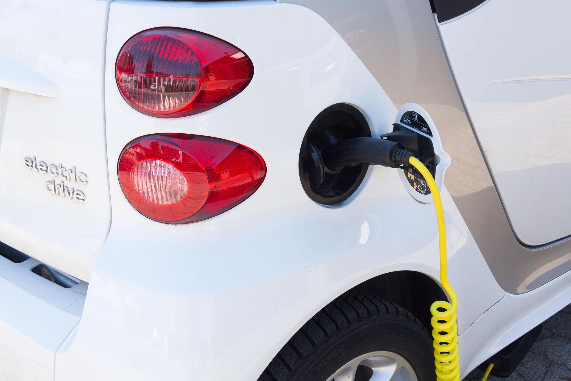 В Україні створять мережу надпотужних електрозаправок — Міністр інфраструктури