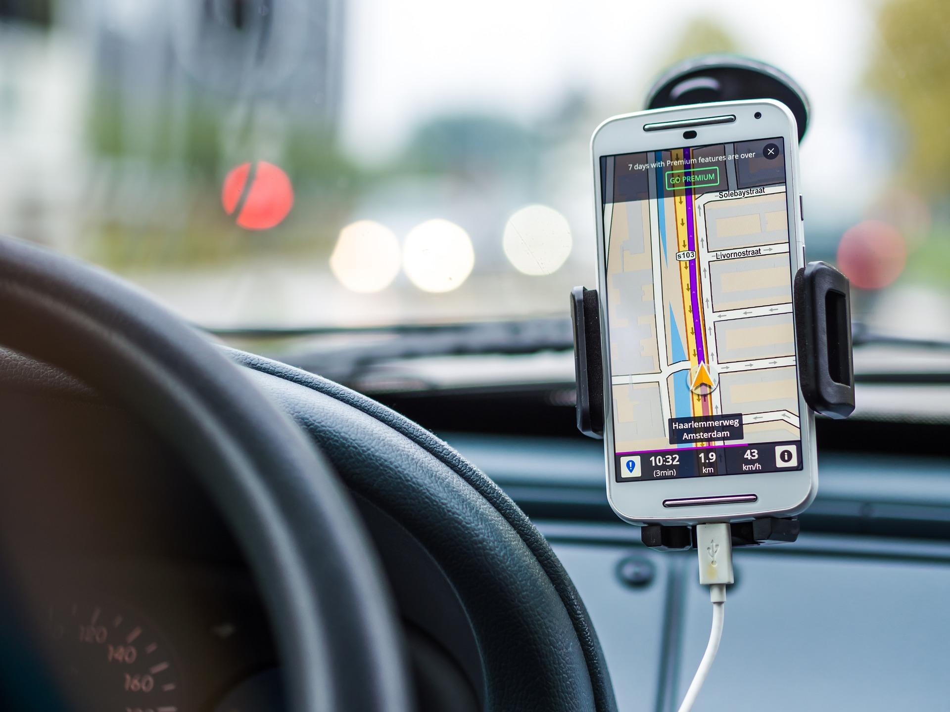 Taxify перезапустила сервіс у Києві та додала послугу із електрокарами