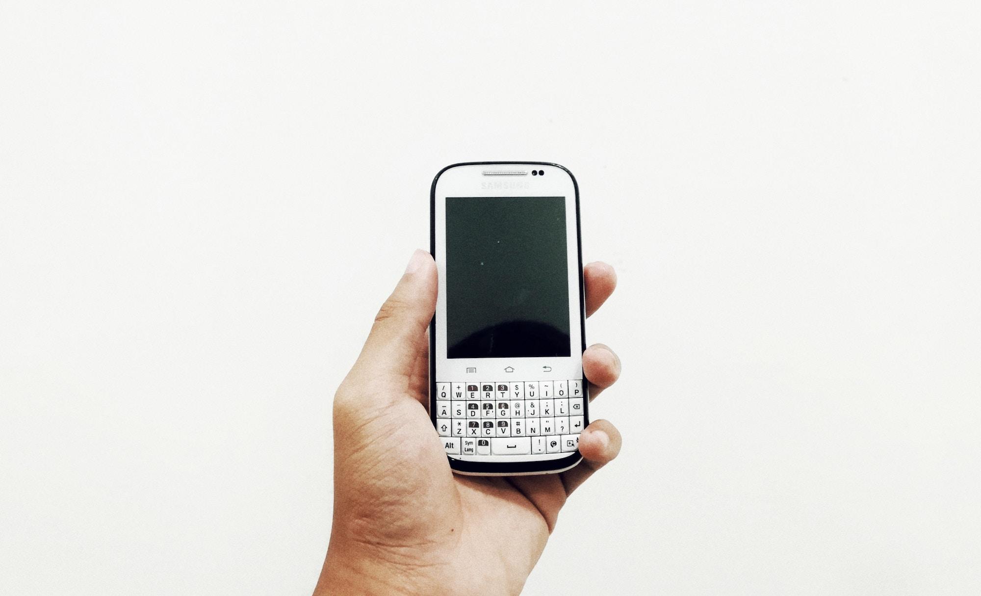 Knopkovi mobiľni telefony znovu vhodjať v modu — doslidžennja