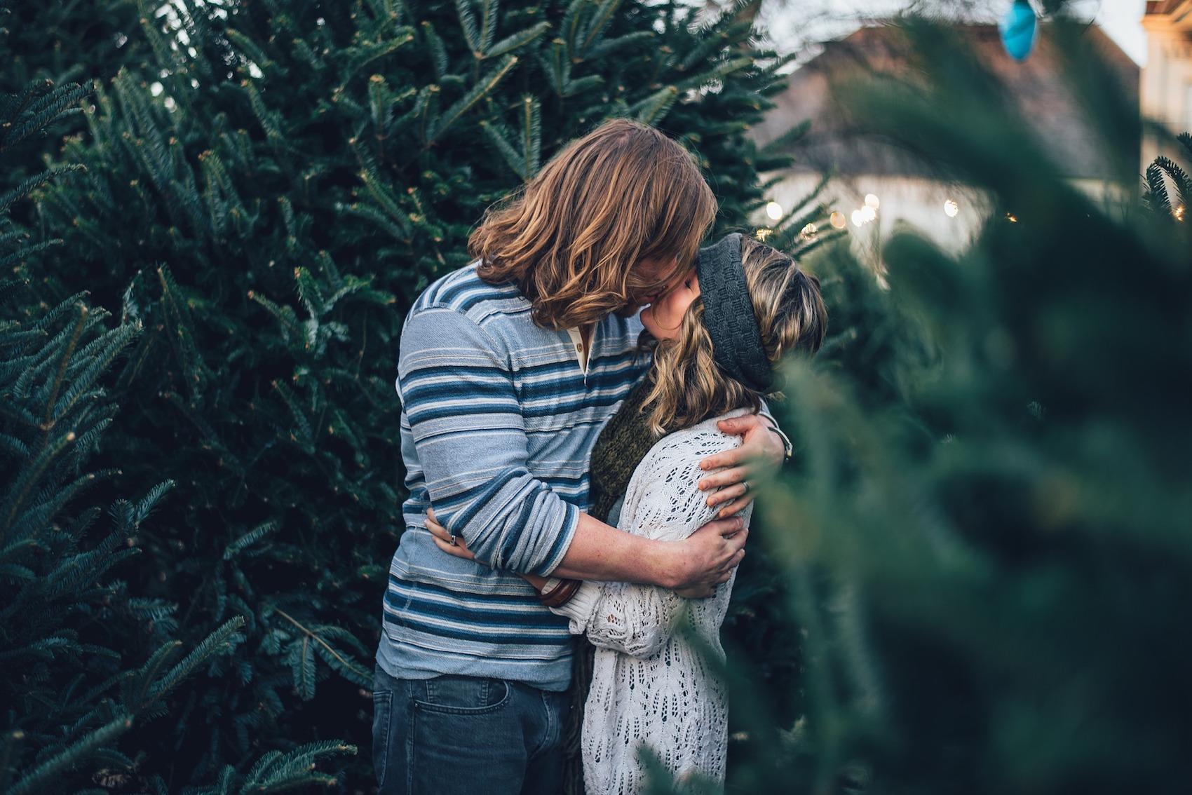 Tinder з праведницями: українці створили християнський дейтинг