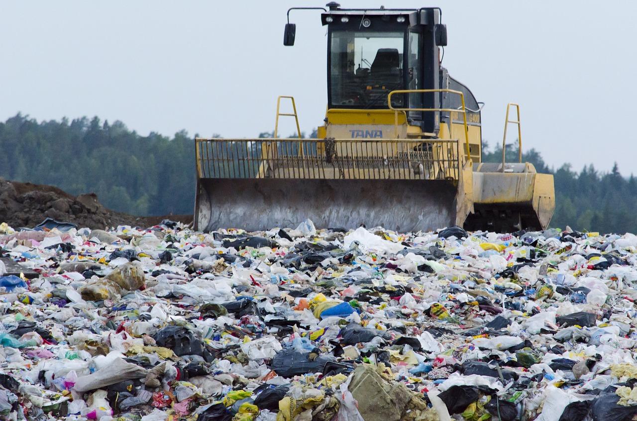 ONUKA презентувала кліп, який зняли на сміттєзвалищі