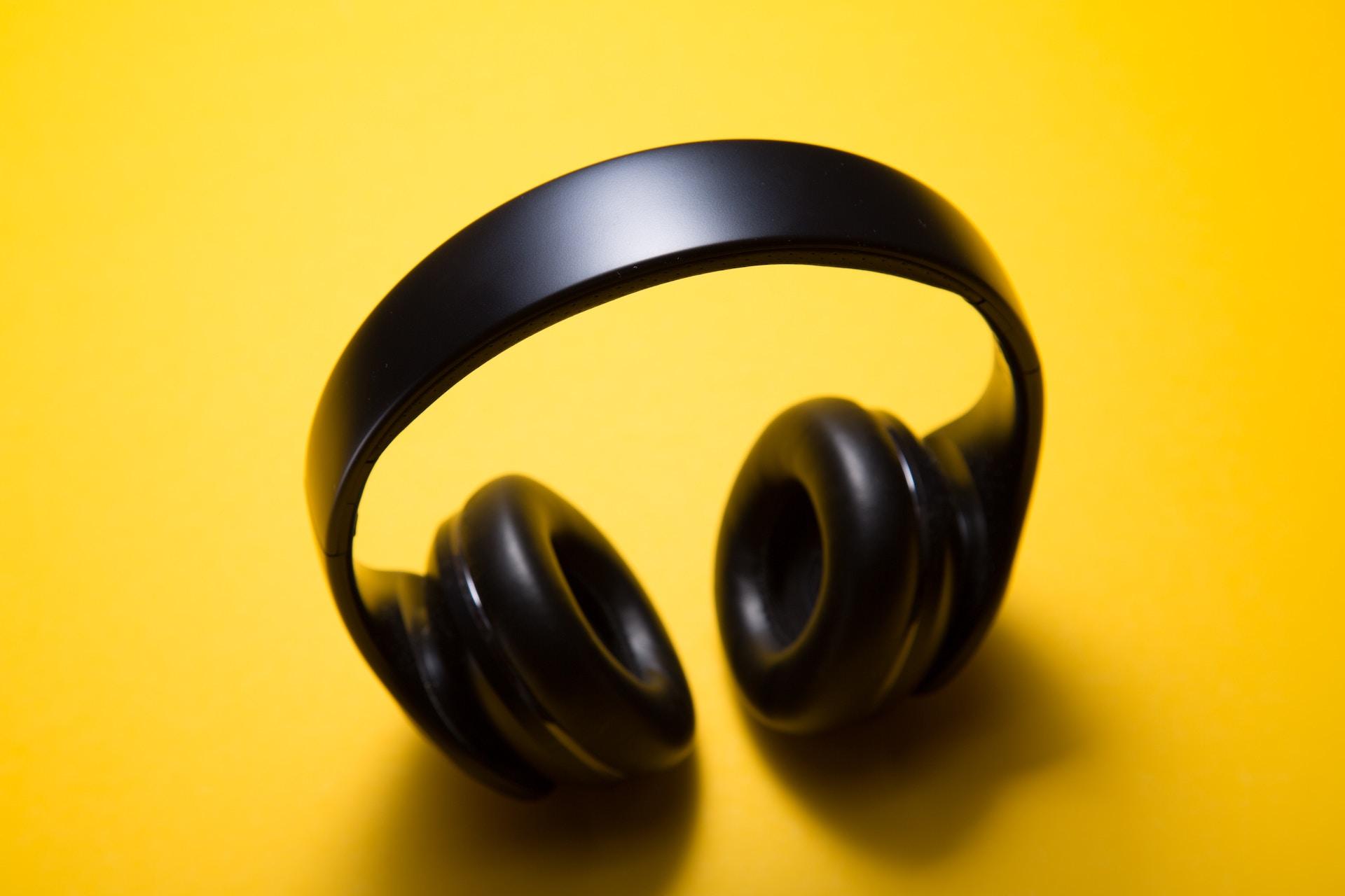 Apple Music запустила чарти: в Україні серед лідерів — KAZKA та Kyivstoner