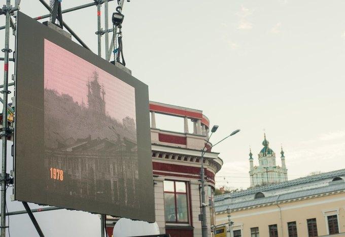 У Києві встановили екрани з кінохронікою змін столиці