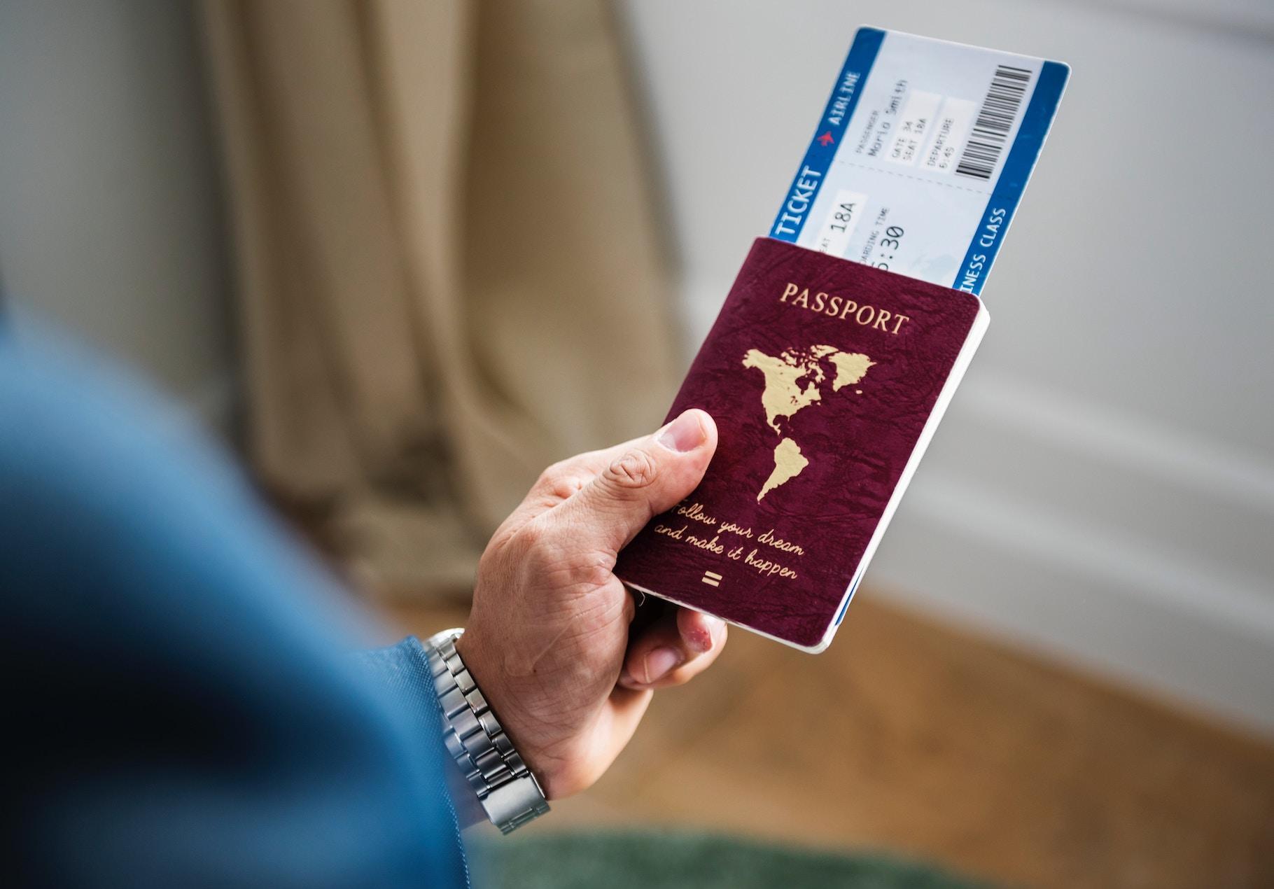 Із 1 листопада українці зможуть обміняти паперовий паспорт на ID-картку