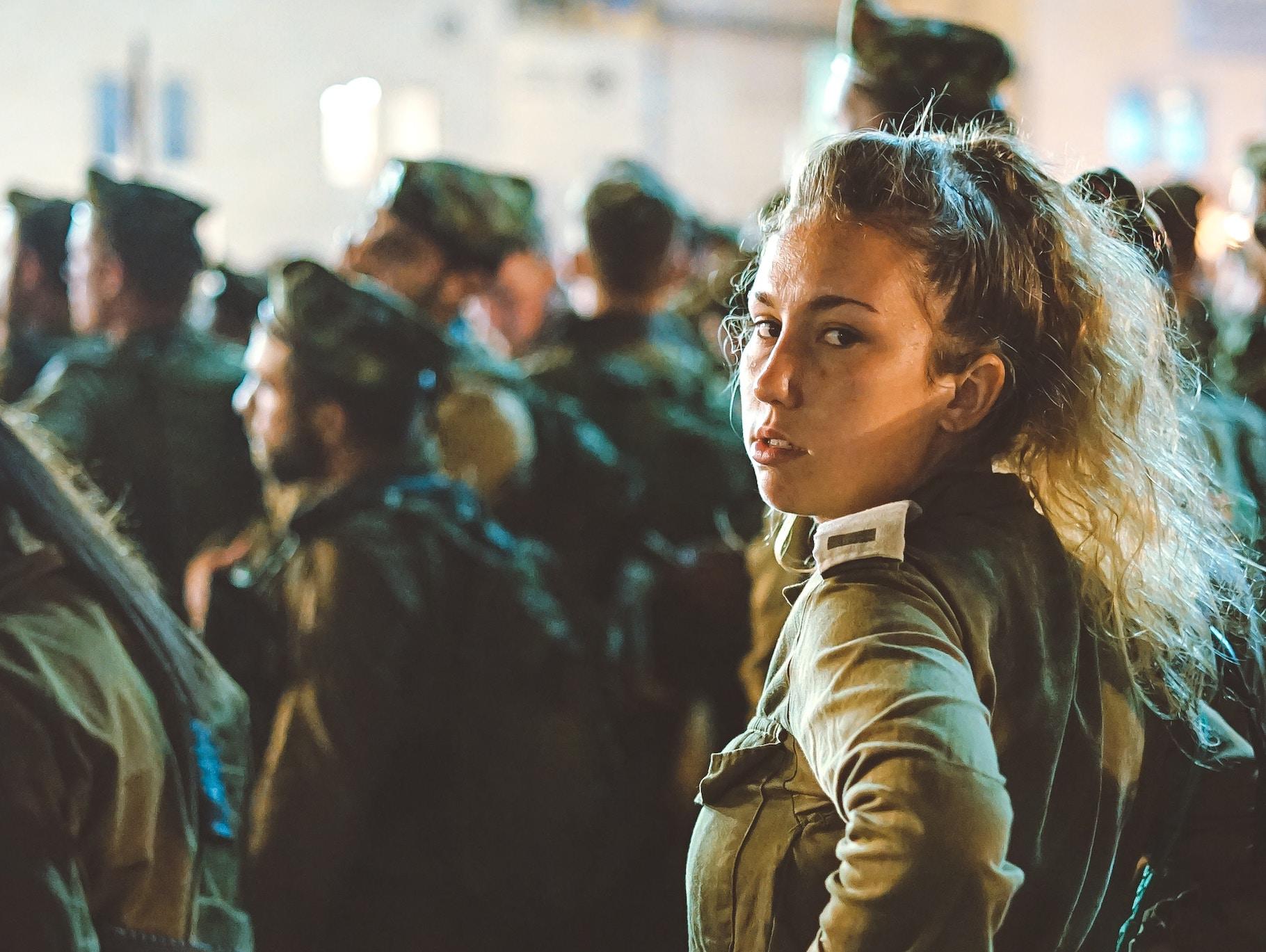 В Україні набув чинності закон про рівні права жінок та чоловіків у армії