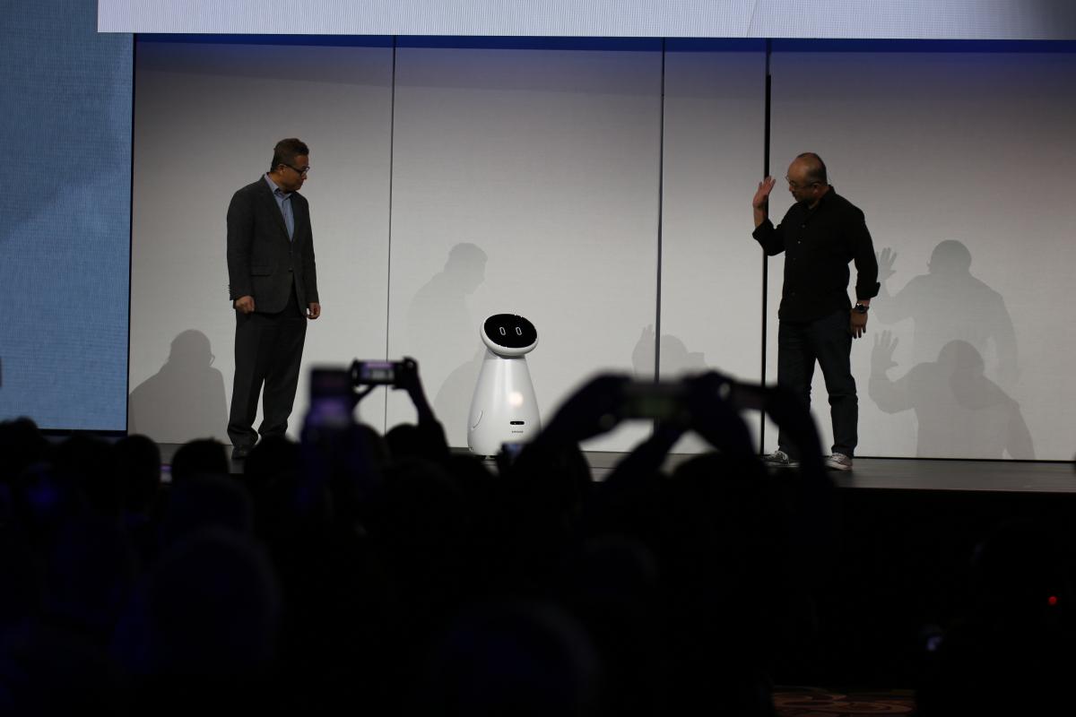 Студентські ноутбуки, 8K-телевізор та партнерство з Apple: Що показала Samsung на CES-2019