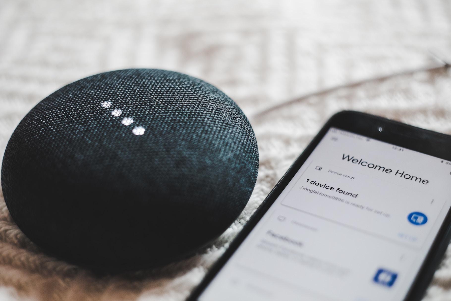 Помічники, які слухають, але не вас: Що приховують Alexa, Siri та Google Assistant