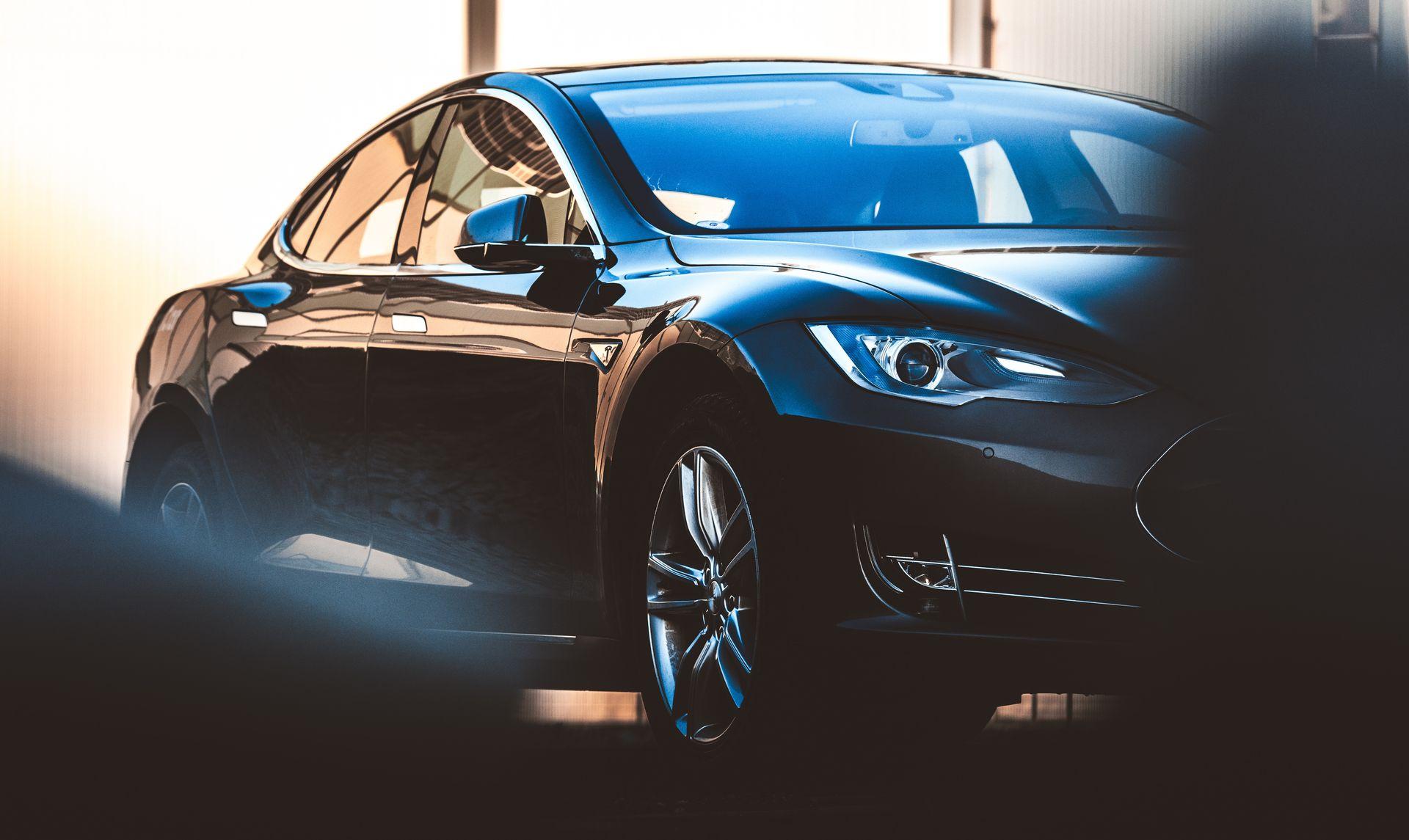 U Tesla ogolosyly pro znyžennja cin na avto