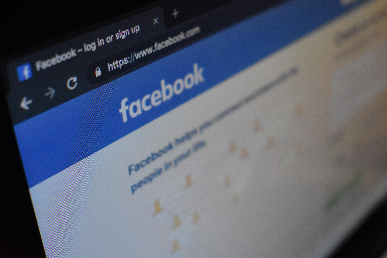 Facebook prodovžuje šaleno zrostaty v Ukraїni