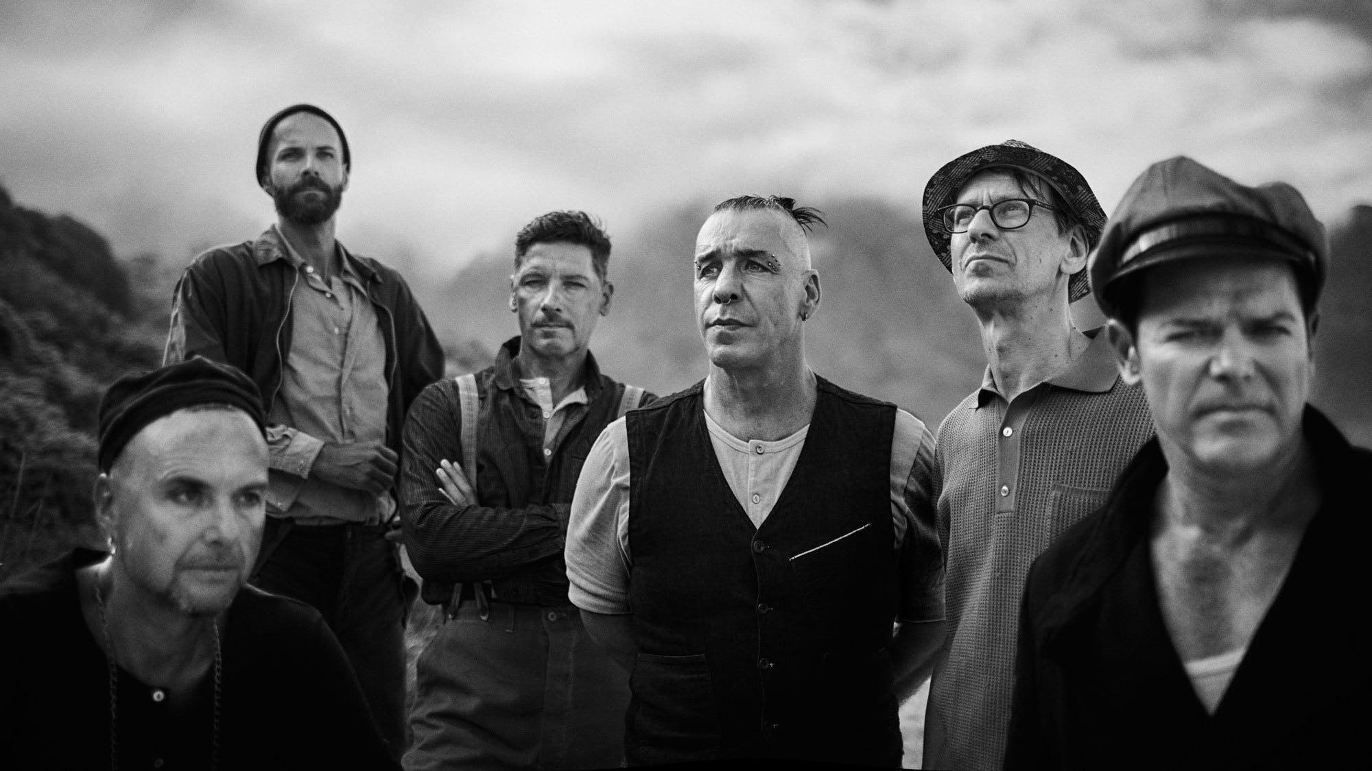 Rammstein випустили кліп на пісню Radio для глядачів 16+: присутні сцени оголення
