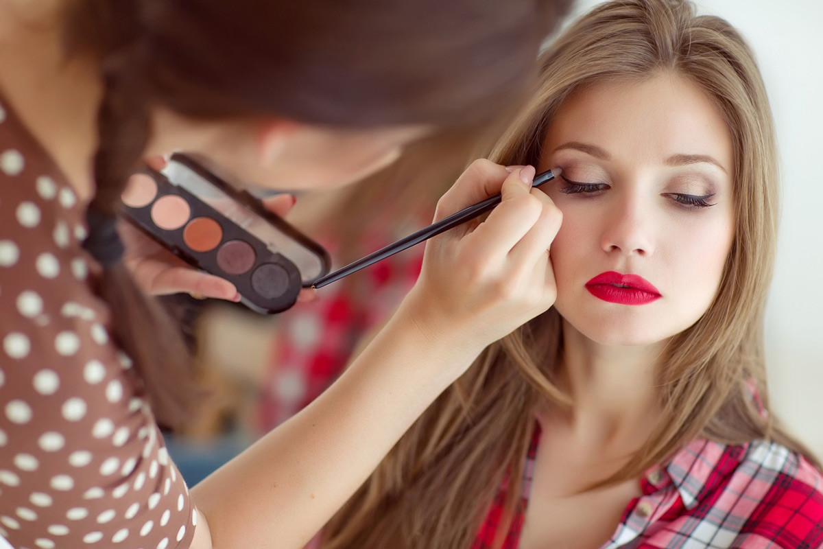 💄 YouTube запустить функцію віртуальної «примірки» макіяжу з оглядів б'юті-блогерів