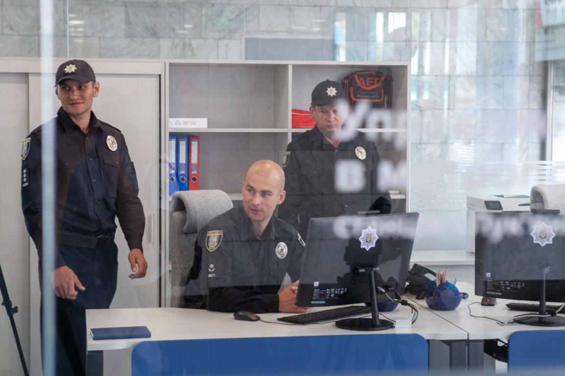 👮♂️ У Києві на станції метро «Лук'янівська» відкрили прозорий офіс поліції: як виглядає