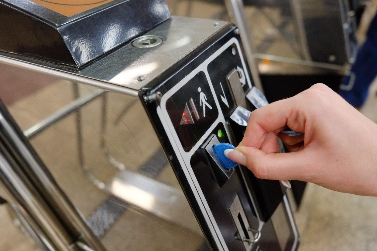 🚇 Метро без жетонів: автоматизовані каси продаватимуть безконтактні картки