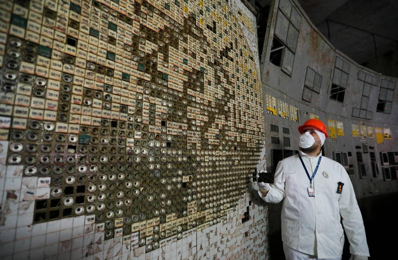 ☢️ Чорнобиль – пункт управління четвертого реактора Чорнобильської АЕС відкрили для туристів (фото)