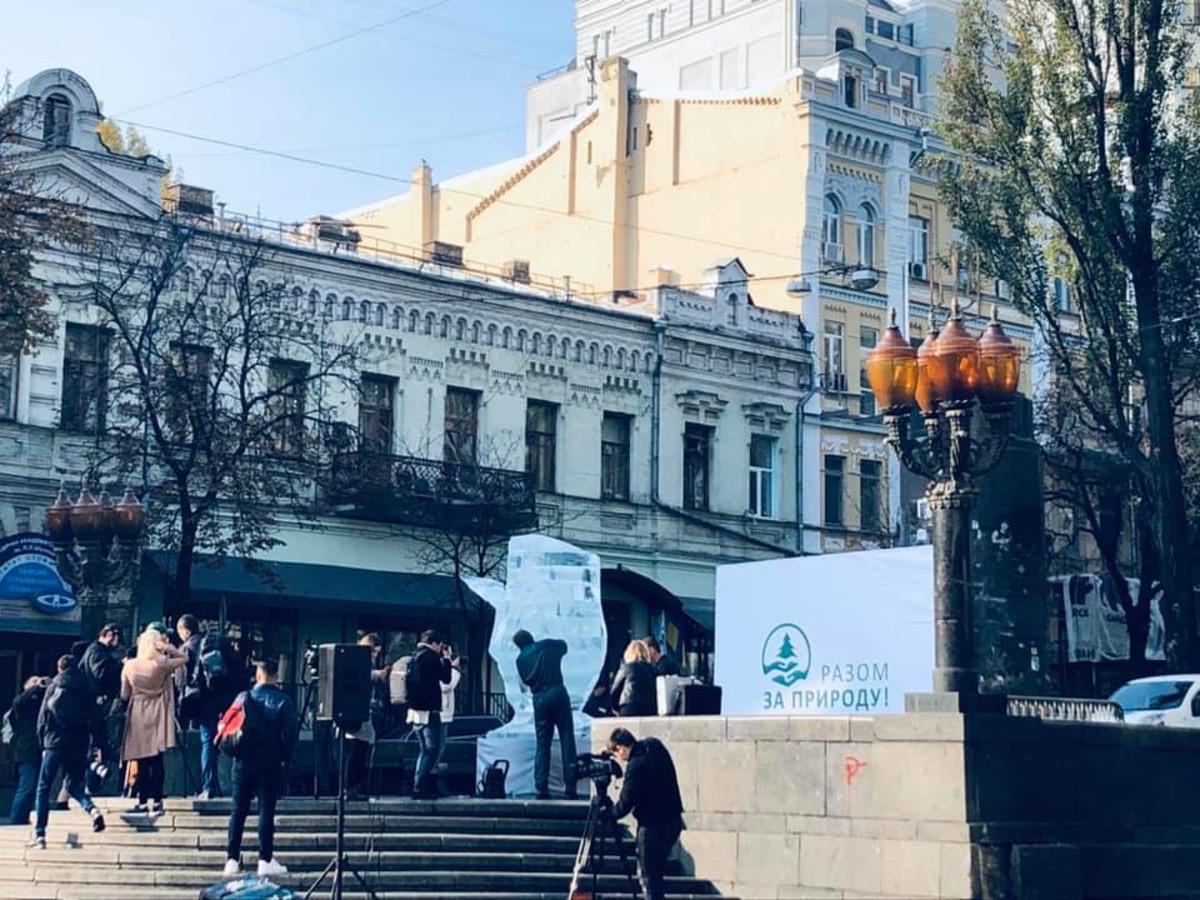 🐯U centri Kyjeva vstanovyly kryžanu skuľpturu rysi, jaka roztane za kiľka dniv – naviščo