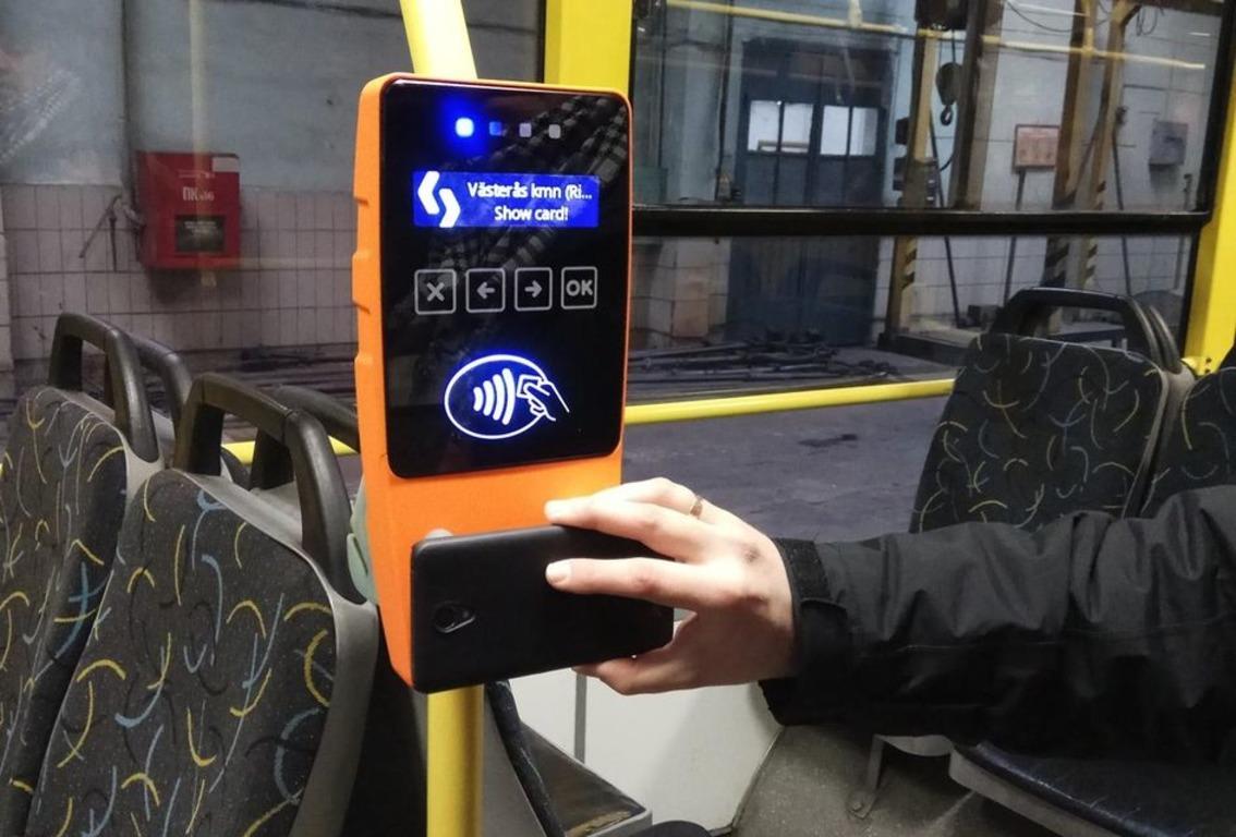 💳 U nazemnomu transporti Kyjeva z'javyťsja oplata bezkontaktnoju bankivśkoju kartkoju – koly