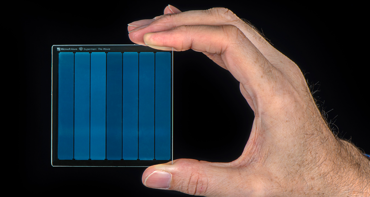 💾 Microsoft rozrobljaje skljani nakopyčuvači, jaki zberežuť informaciju na tysjači rokiv