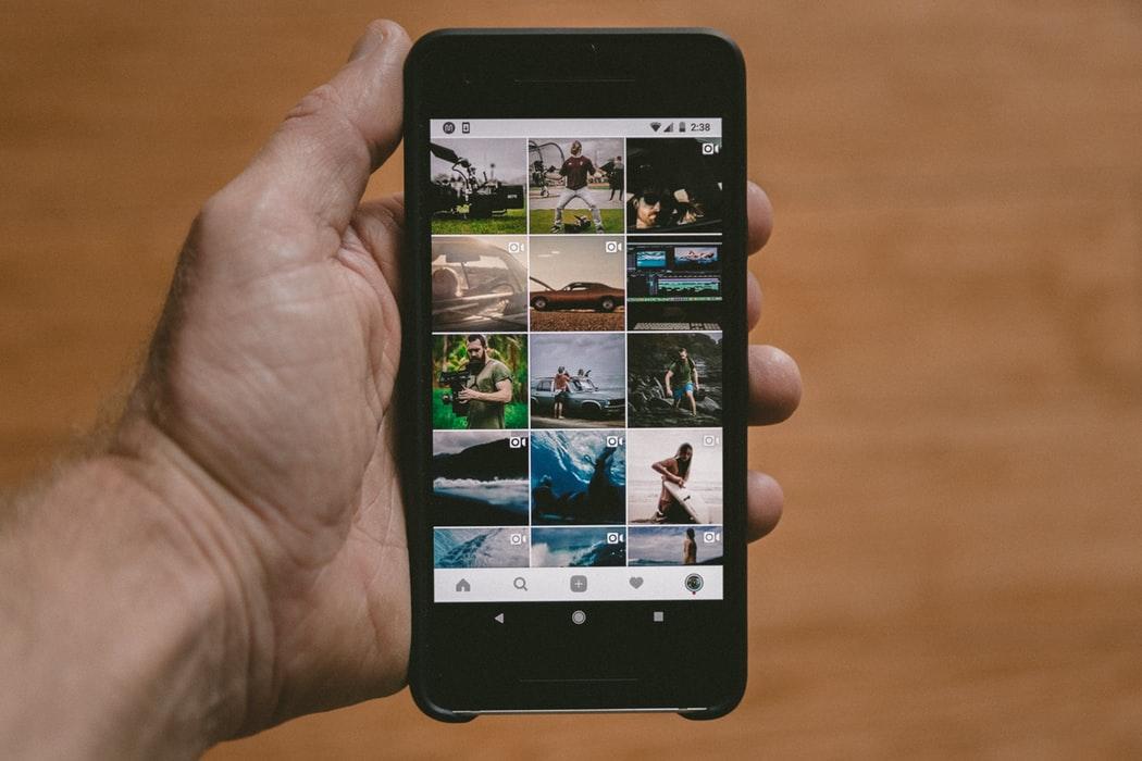 📱Google Photos dodasť funkciju čatu dlja obminu fotografijamy