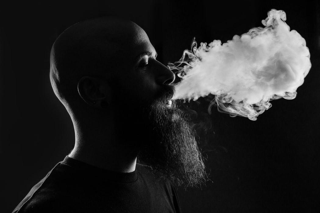 ❌ Urjad pryrivnjav elektronni sygarety ta IQOS do zvyčajnyh cygarok