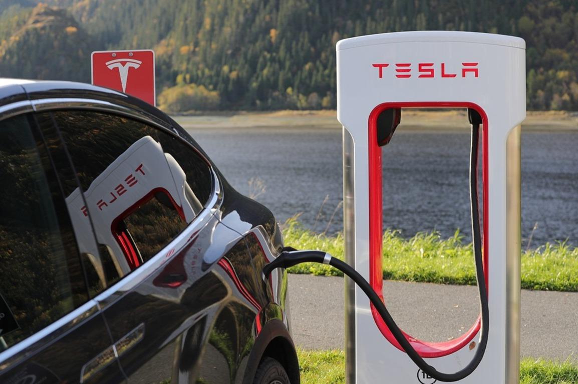 🚗 Зарядні станції Tesla Supercharger з'являться в Україні у першому кварталі 2020 року