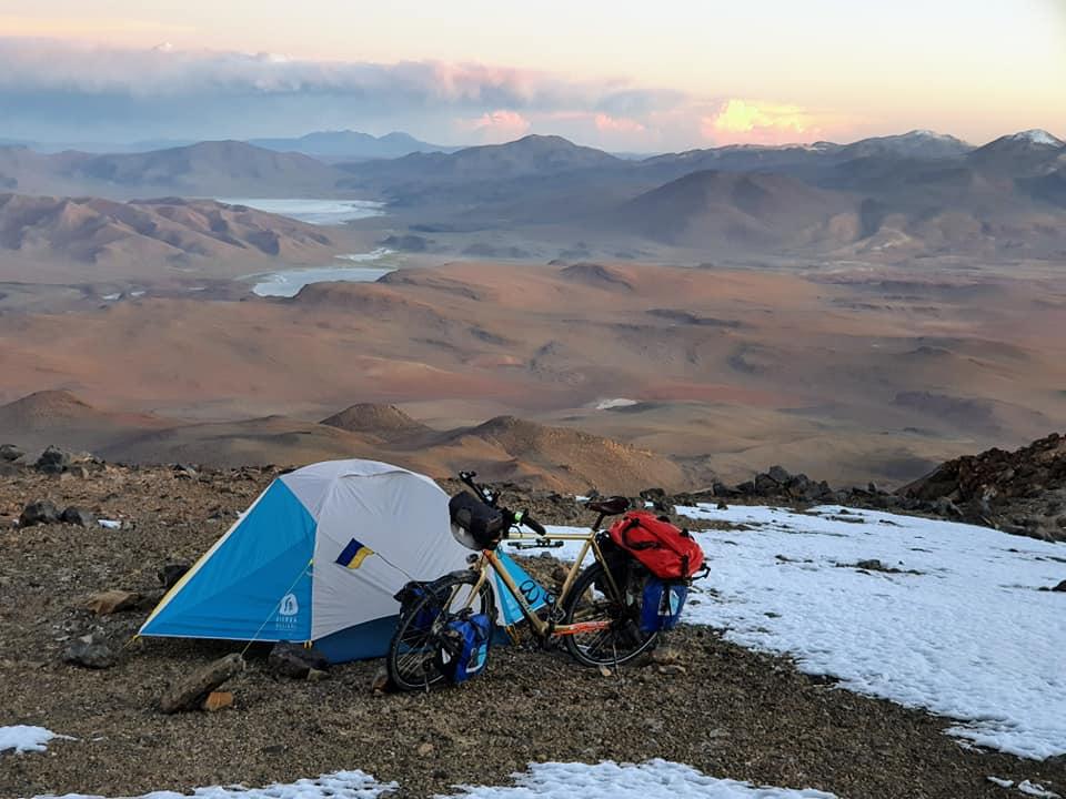 🚴 Українець на велосипеді став першим європейцем, що підкорив вулкан Утурунку