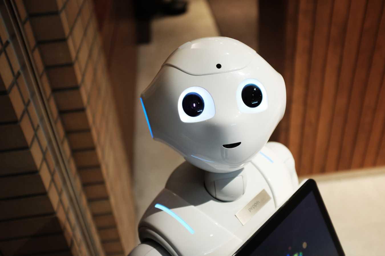 🤖 У Луцьку презентували роботу електронного сервісу City-bot «Назар»