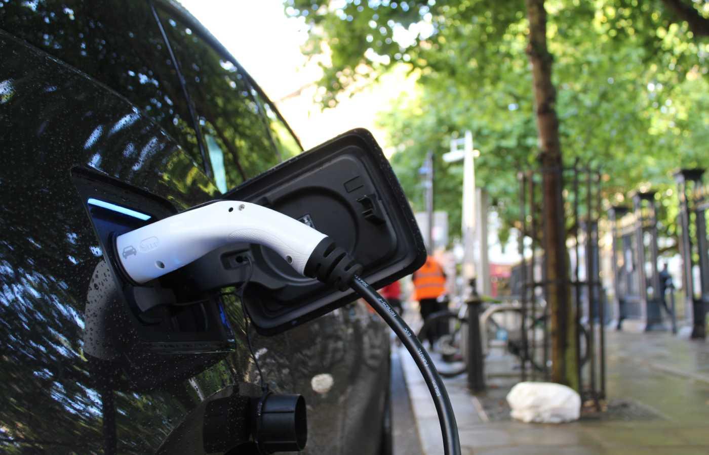⚡️ Влада встановить зарядки для електромобілів на усіх головних дорогах України