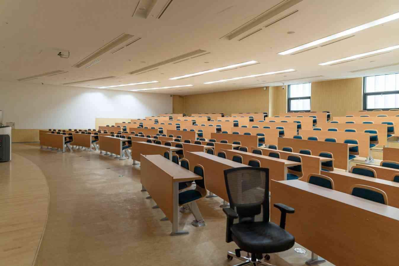 🎓 Стенфорд, Йель та Гарвард: навчальні програми понад 100 провідних університетів зібрали на одному ресурсі