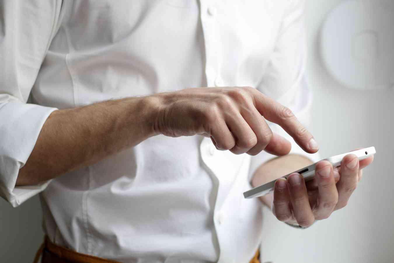 📱 Смартфони, що гнуться двічі: TCL показала прототипи новітніх дисплеїв