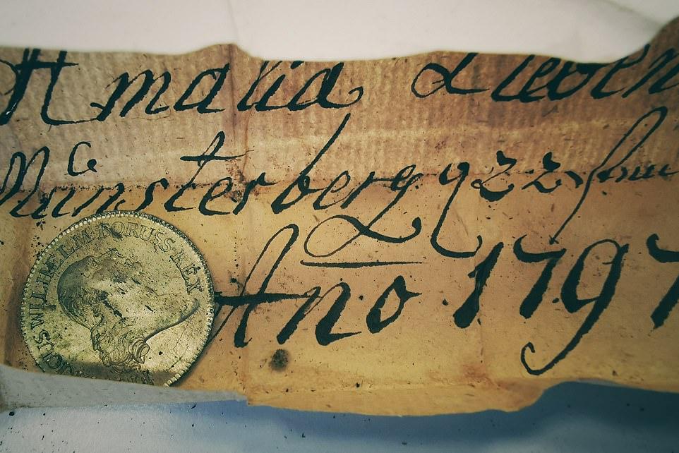 😲 В Польщі знайшли унікальний артефакт — найстаріша капсула часу в Європі