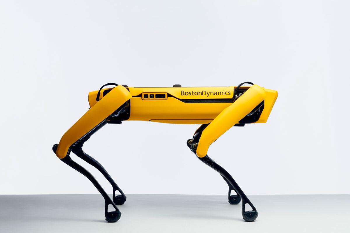 🤖 Boston Dynamics розробили спеціального робота, який допомагає пацієнтам з COVID-19
