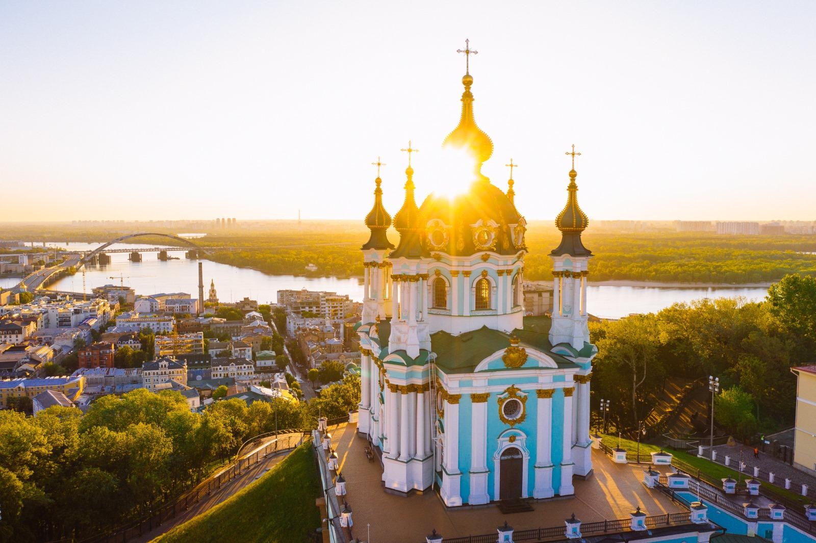 🌞 Vyjšla fotoknyga zi svitankamy ta zahodamy soncja v Kyjevi — KYIV. ON AIR