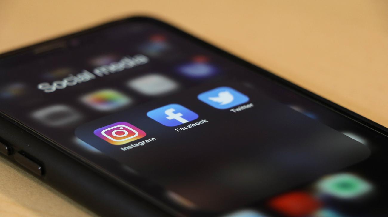 📱 Doslidžennja Digital 2020: ponad polovyna ljudej na planeti korystujeťsja socmerežamy