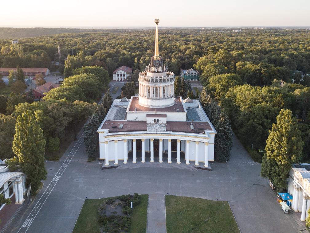 😲 Київський ВДНГ буде водити екскурсії історичними місцями Експоцентру
