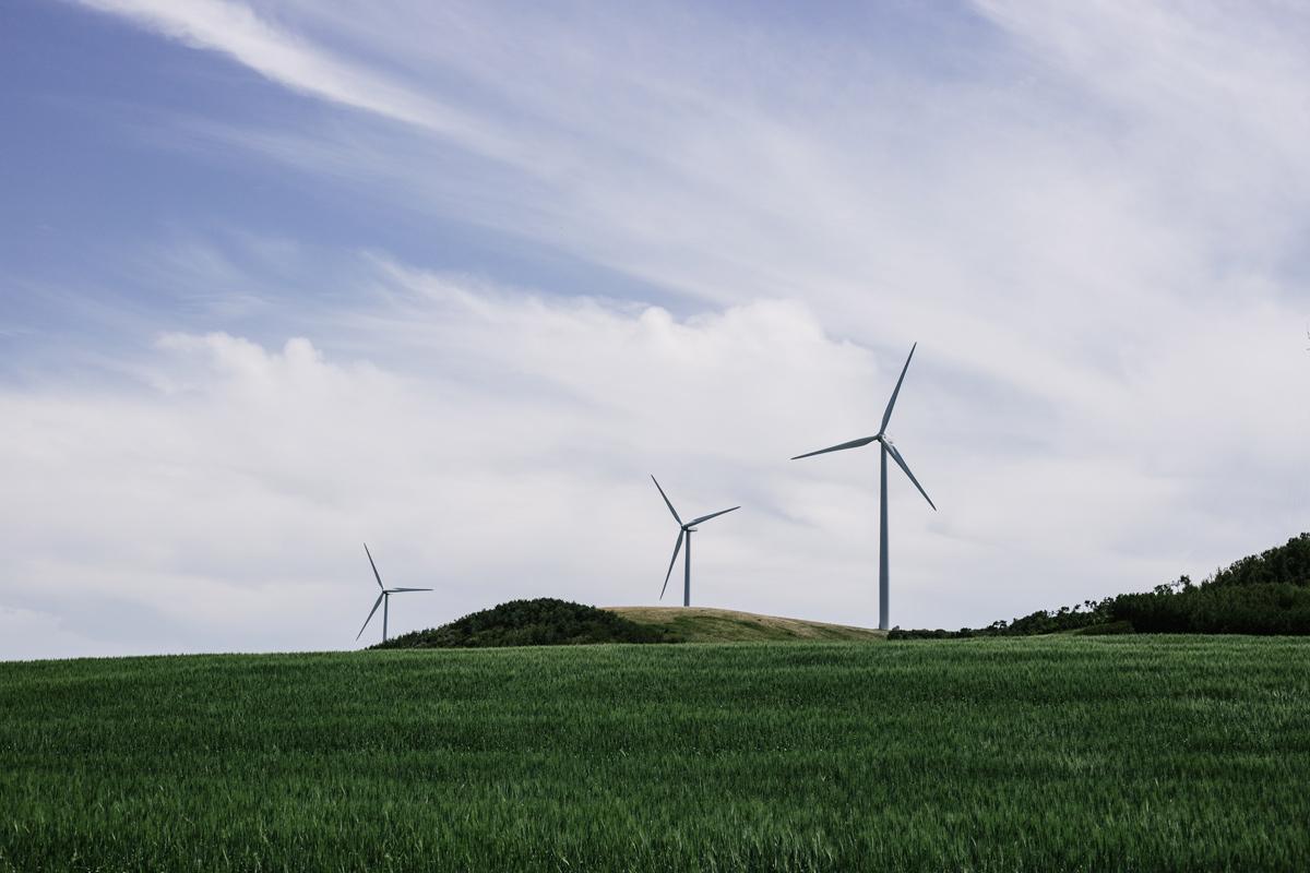 ♻️ Дослідження: відновлювальна енергія покращується з кожним роком та стає тривалішою