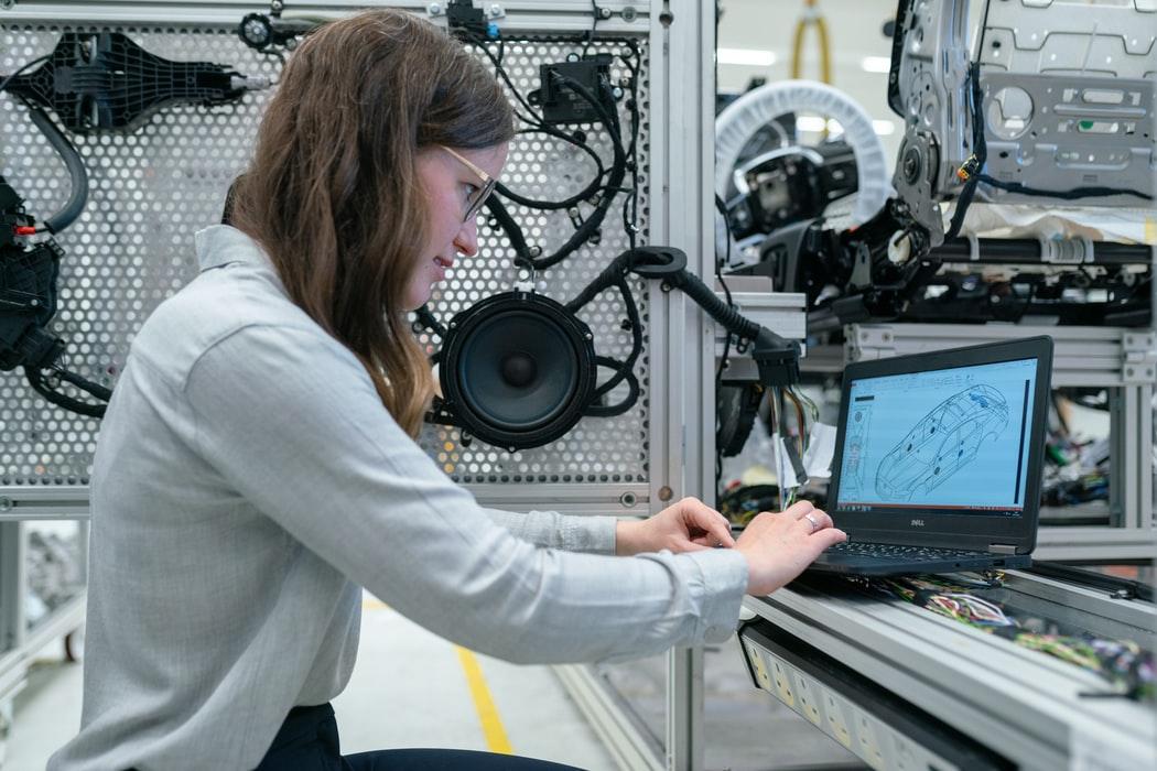 👩🏭 Мінекономіки схвалило фемінітиви у назвах професій: інженерка, авторка тощо