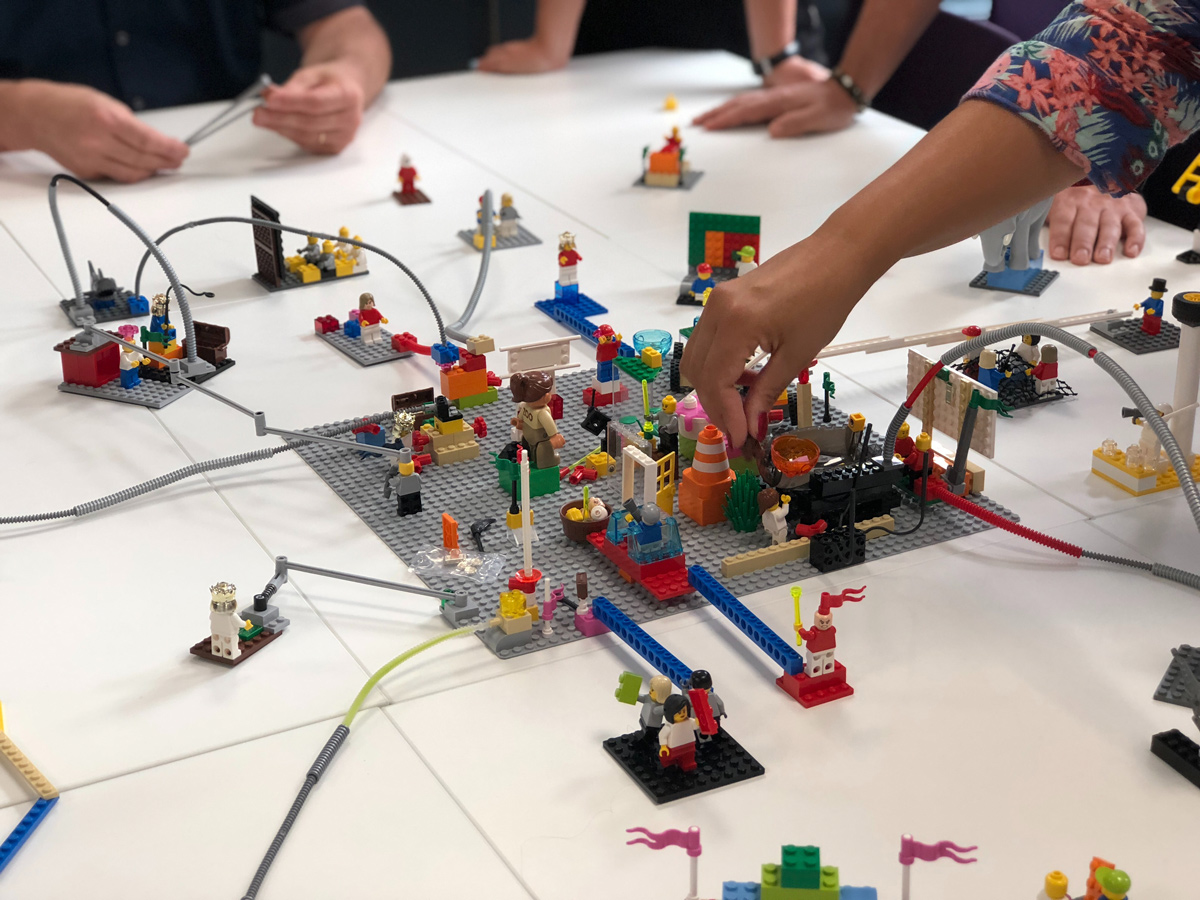 🤪 Čerez COVID-19 rekordno zrosly prodaži LEGO — zbyrajuť vsima rodynamy
