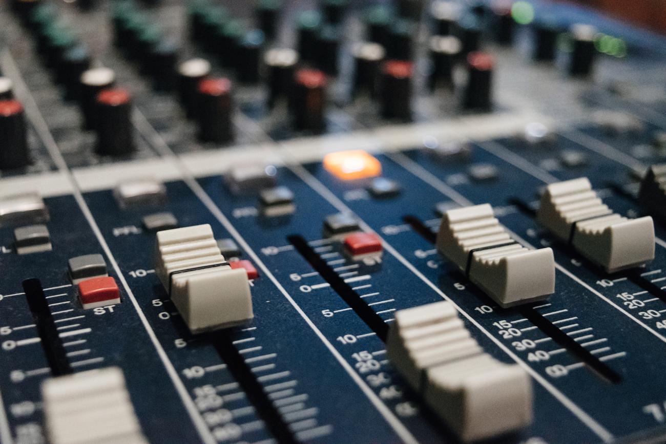 🗼 UNIT.City запускають власну радіостанцію з українською музикою — можна поділитись своєю піснею