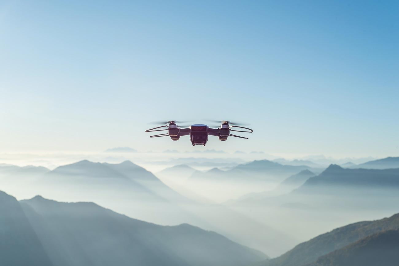 😯 Video: dron na bazi štučnogo intelektu navčyly ekstremaľnyh trjukiv v povitri