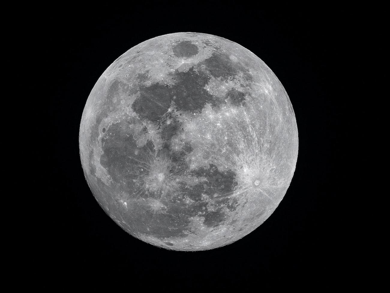 🌙 NASA вперше знайшло на Місяці воду — це може дати розвиток життю на супутнику