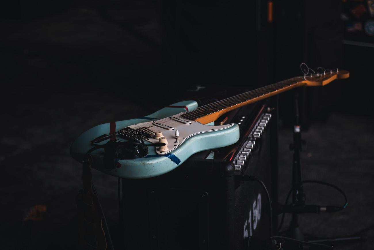 🎸 LEGO випустить конструктор з легендарною гітарою Fender Stratocaster. Така була у Гендрікса, Клептона та Гаррісона