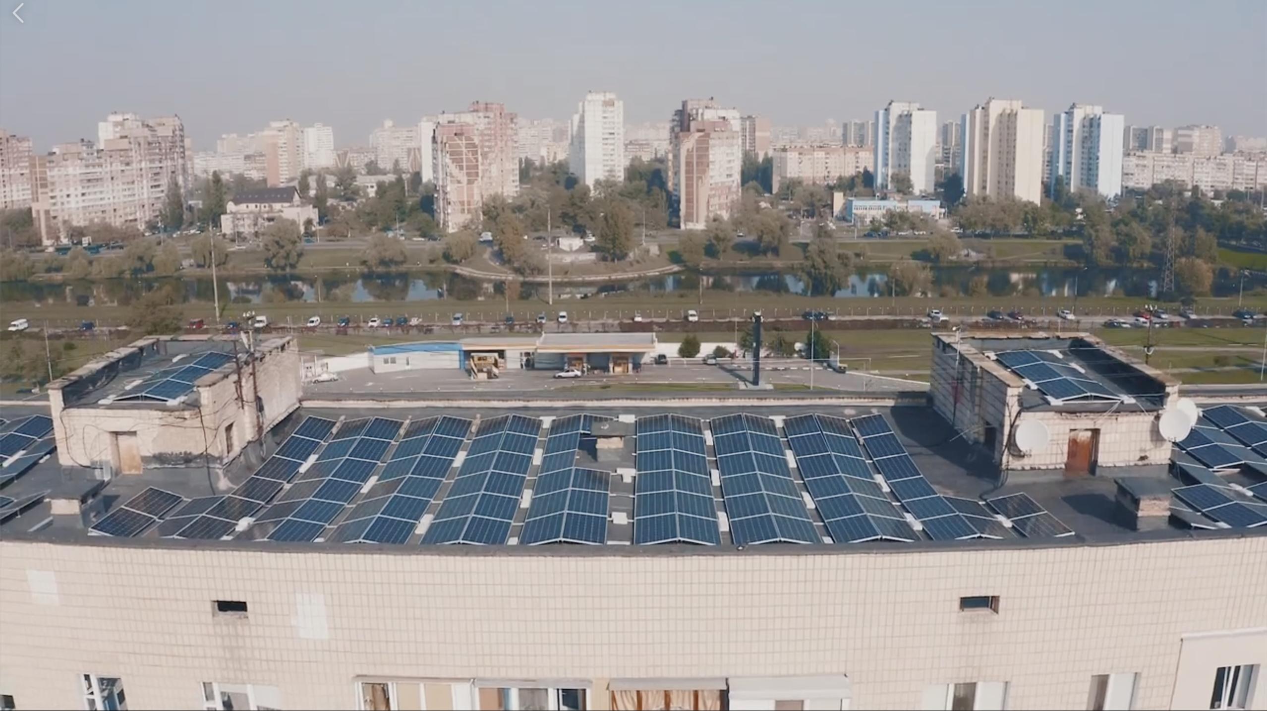 Сонячна електростанція на даху житлового будинку у Києві, Романа Шухевича, 30