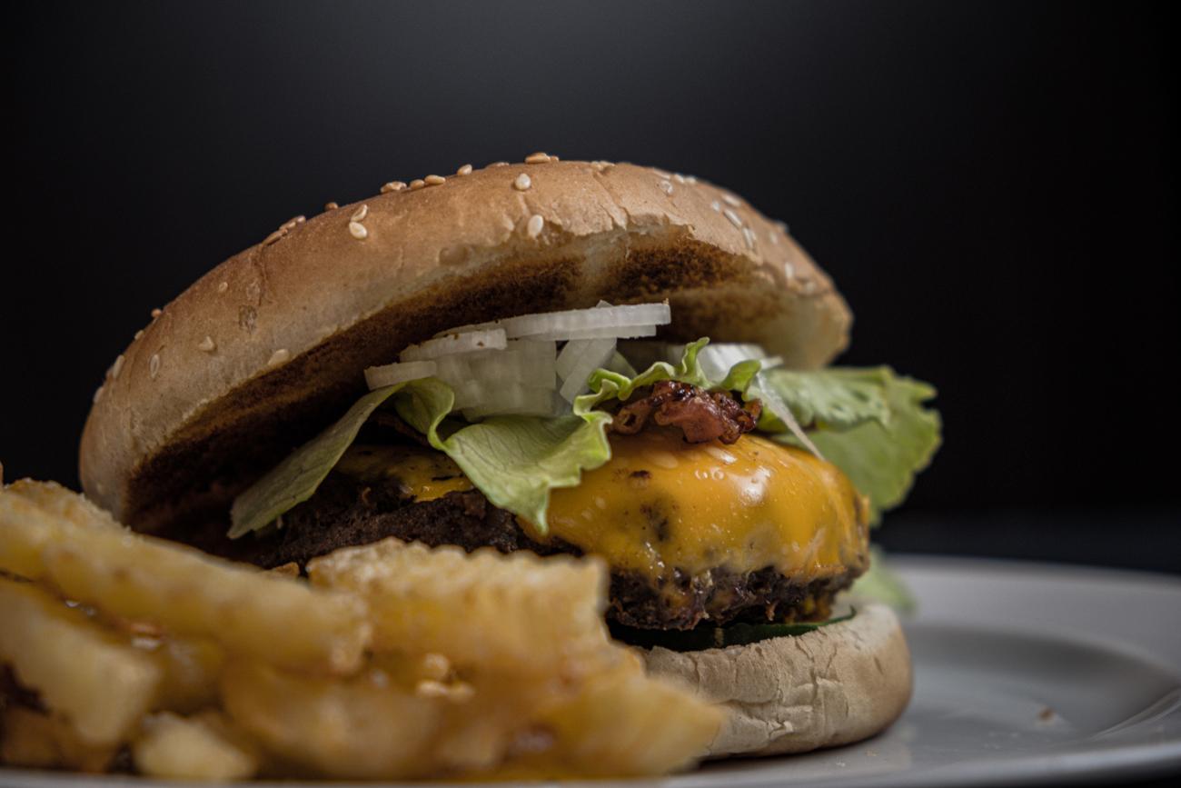 😱 McDonald's випускатиме бургер з печивом Oreo та консервованою шинкою