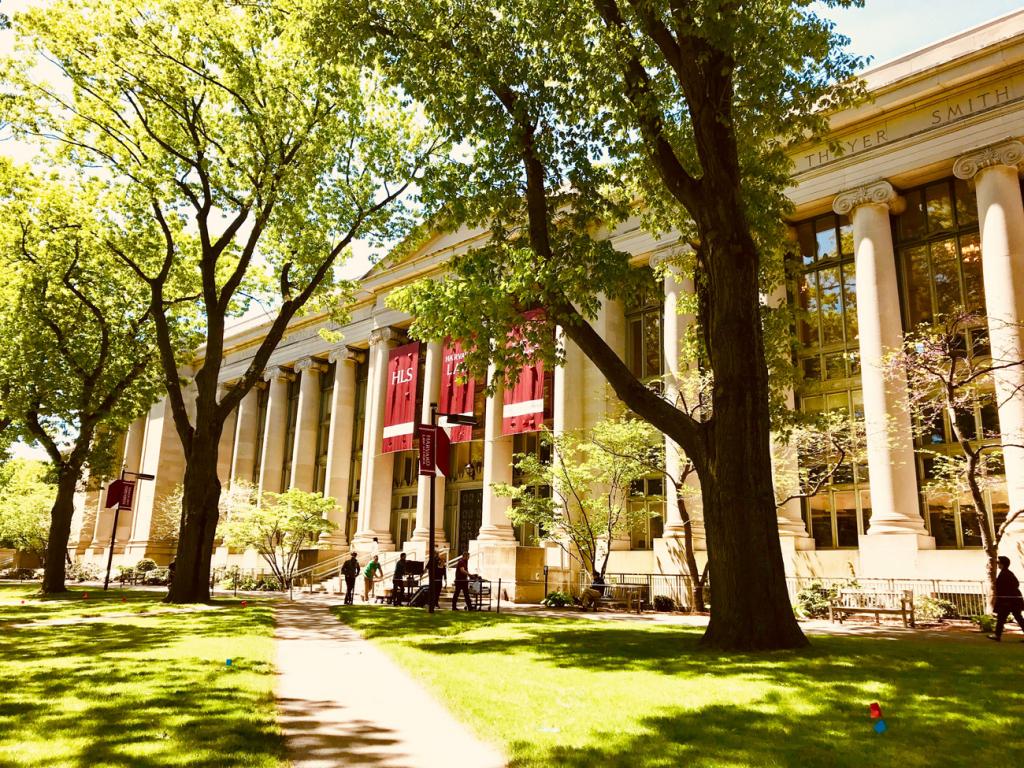 Інвестиції університетів у біткоїн