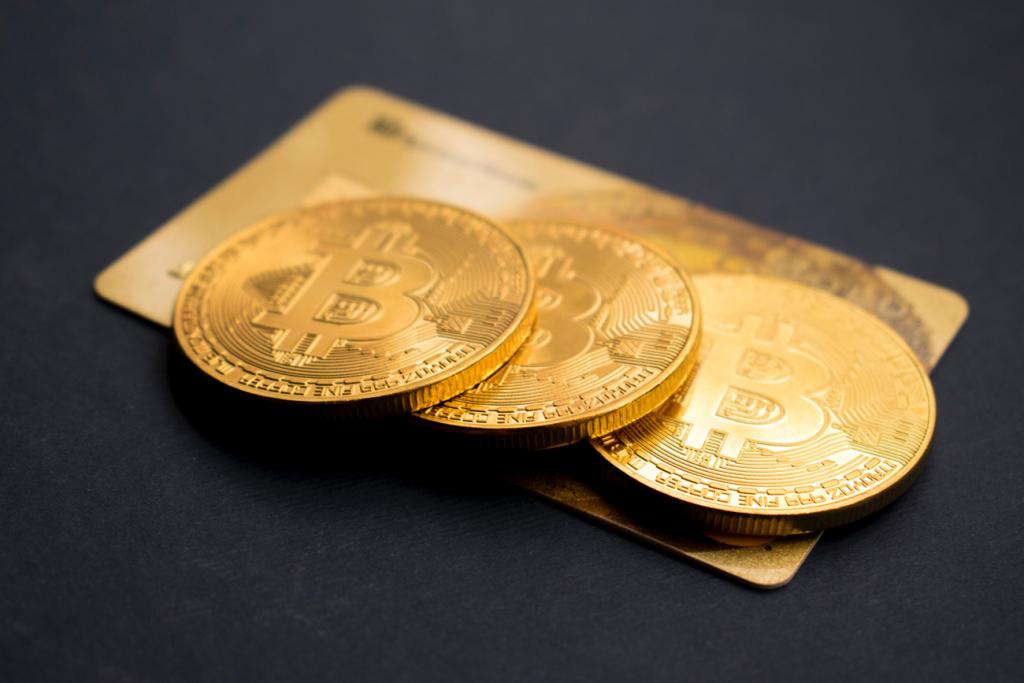 Біткоїн VS золото